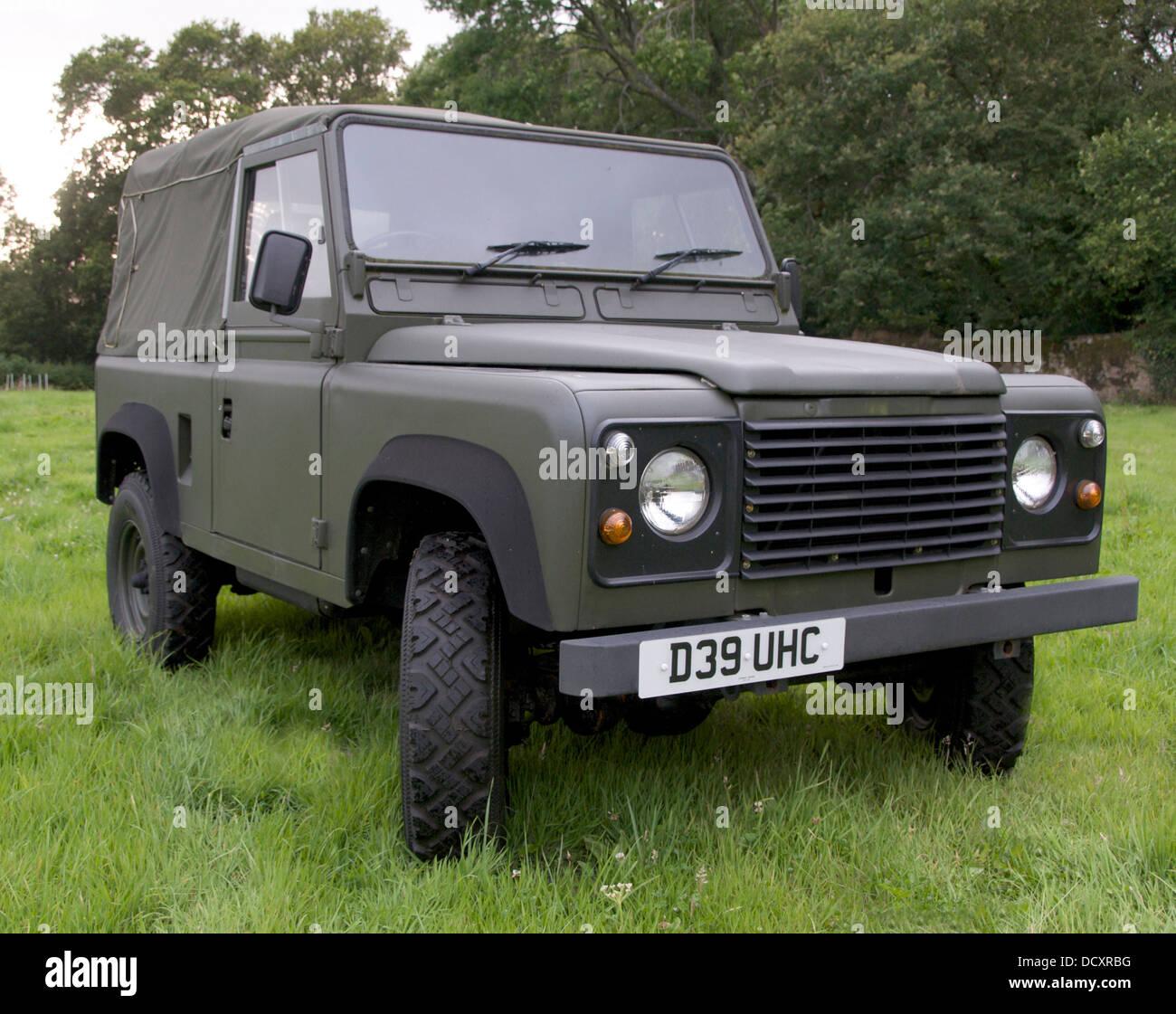 Land Rover Defender Dashboard >> Vintage 1986 Land Rover Defender/ '90' old 'Series' land rover Stock Photo: 59596084 - Alamy