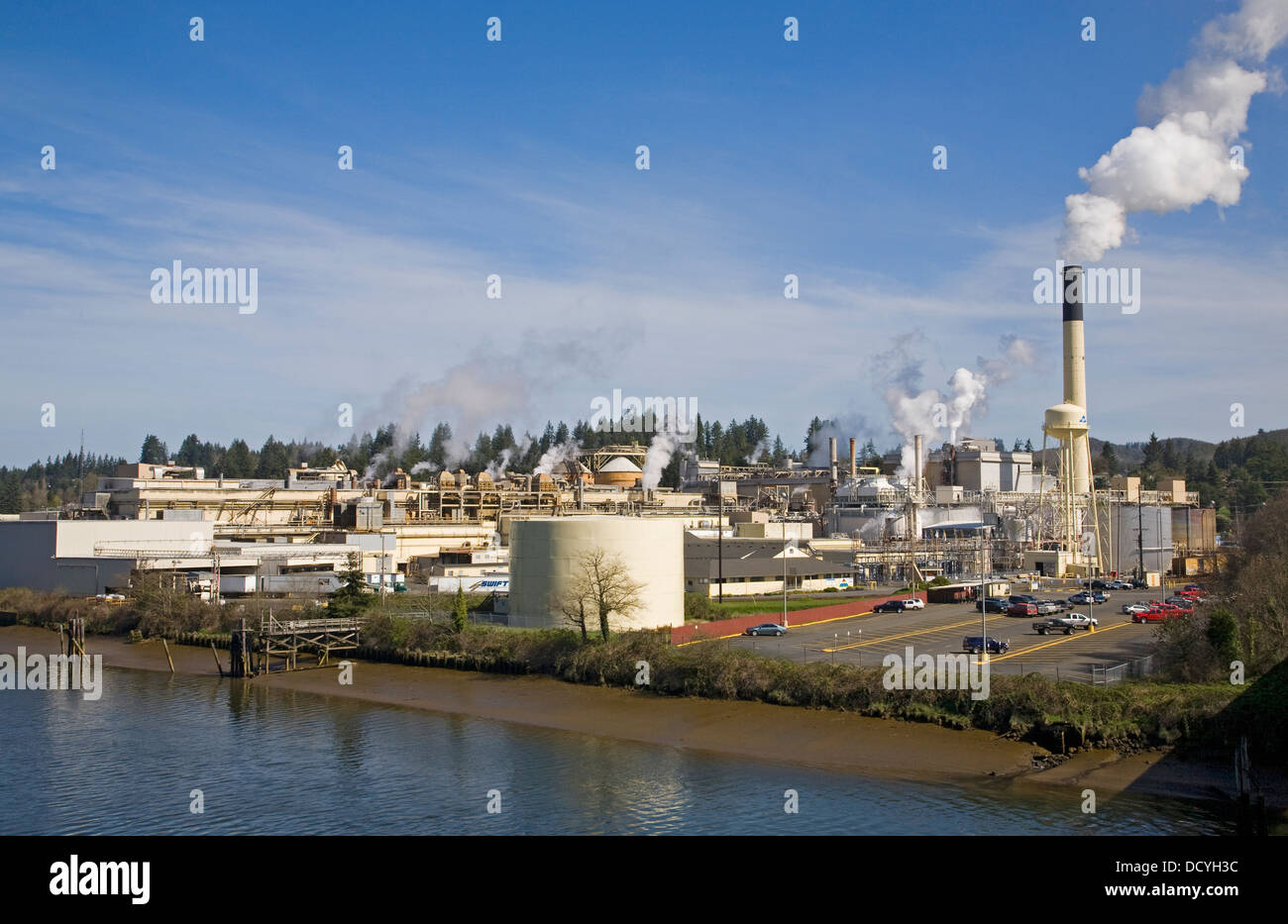 Paper mill stock photos paper mill stock images alamy a large georgia pacific pulp and paper mill along the yaquina river in toledo oregon biocorpaavc Images