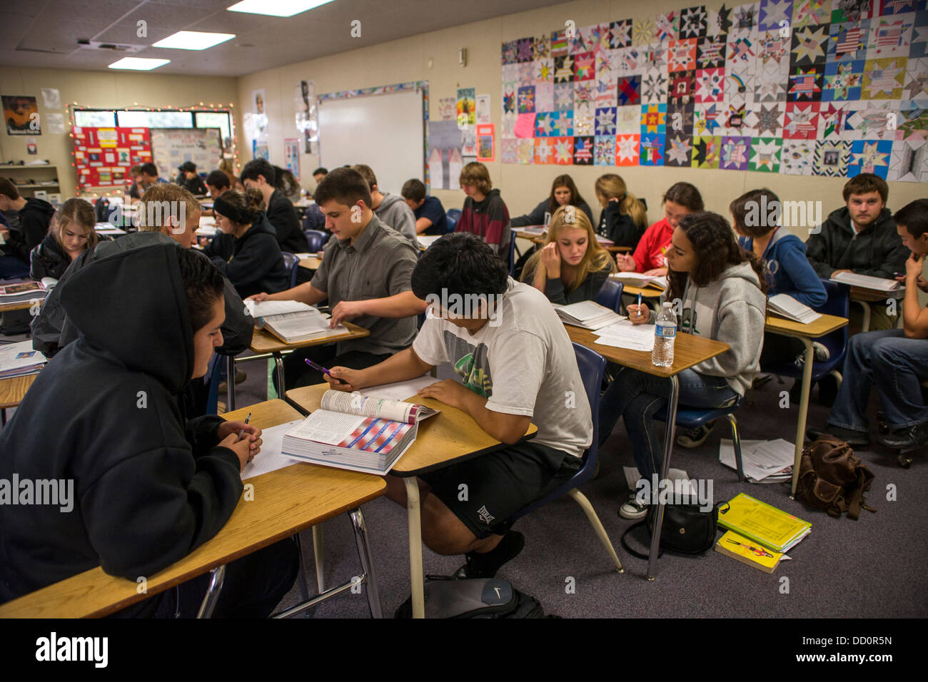 the high school students and working Download three team-building activities for high school students and use them to establish a great classroom dynamic.