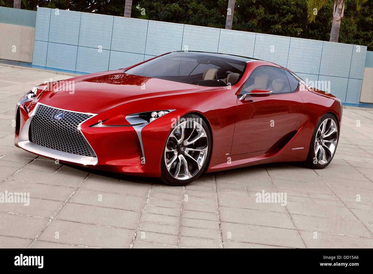 Lexus Two Door >> Lexus LF-LC 2+2 Hybrid Concept Unveiled Lexus unveiled its