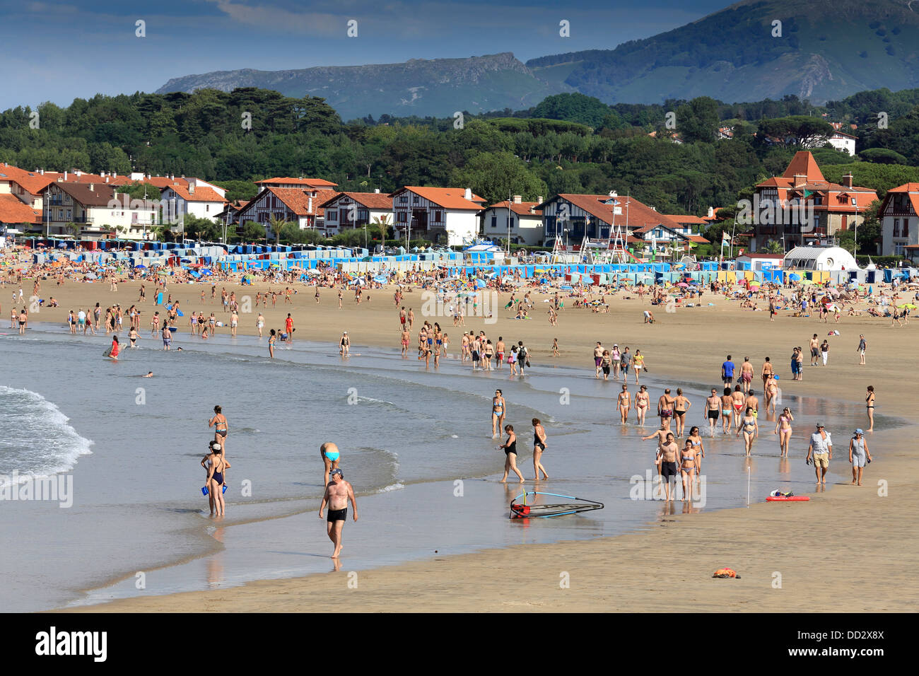 Summer crowd on hendaye beach in southern france on the for Hendaye france