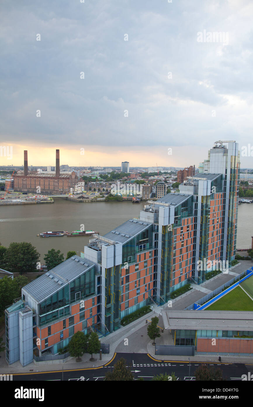 Montevetro Building, Luxury Apartments Designed By Richard Rogers  Overlooking The River Thames, Battersea Reach, Chelsea, London