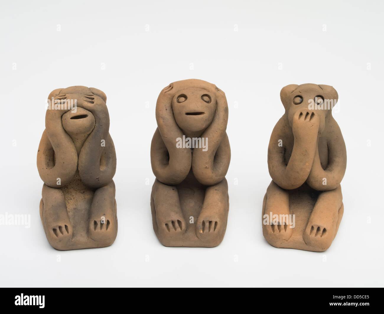 Three wise monkeys wooden ornaments - Konoha Zara Konoha Monkeys Bisque Fired Clay Three Wise Monkeys Traditional