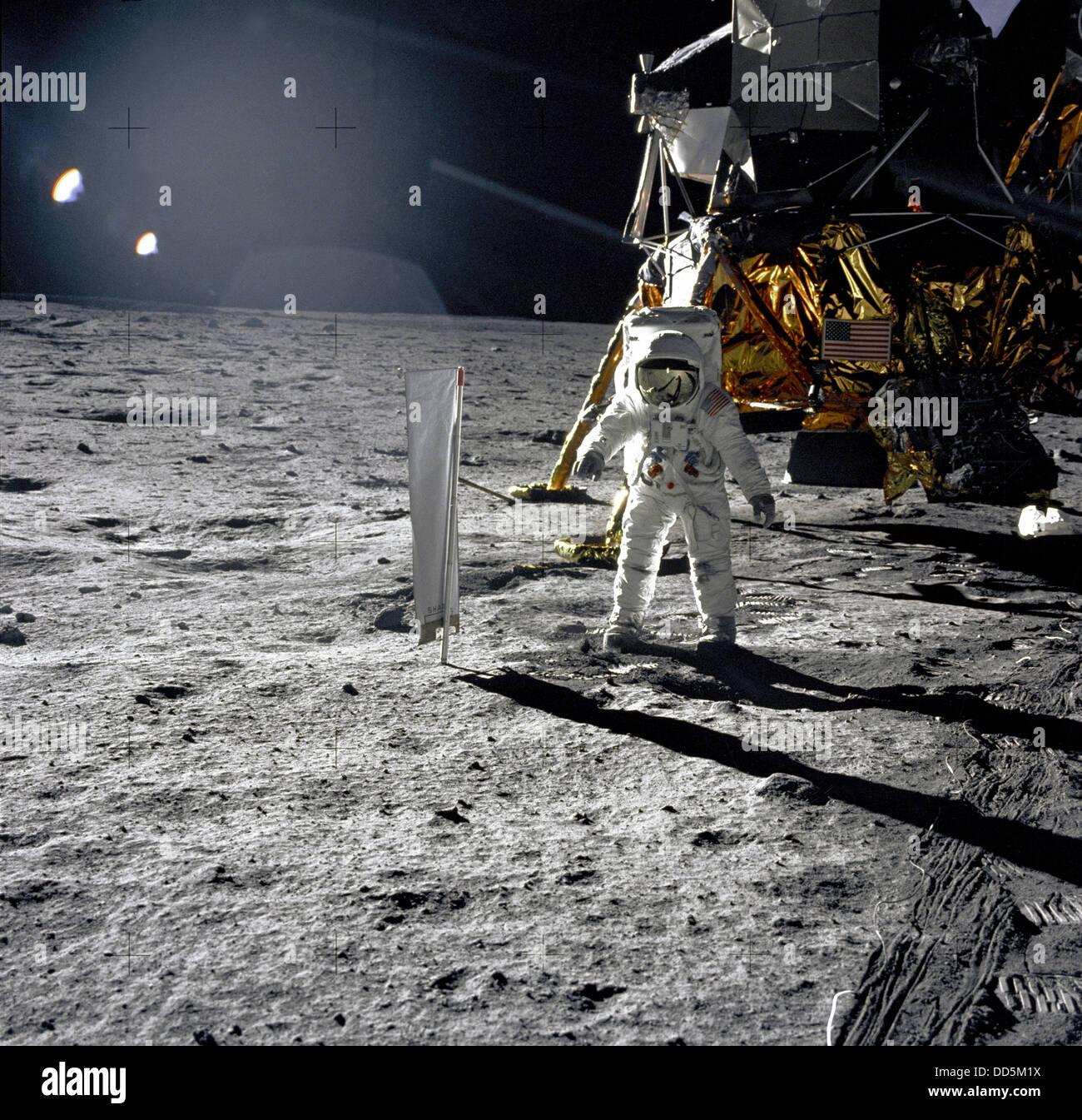 apollo 11 moonwalk - photo #14