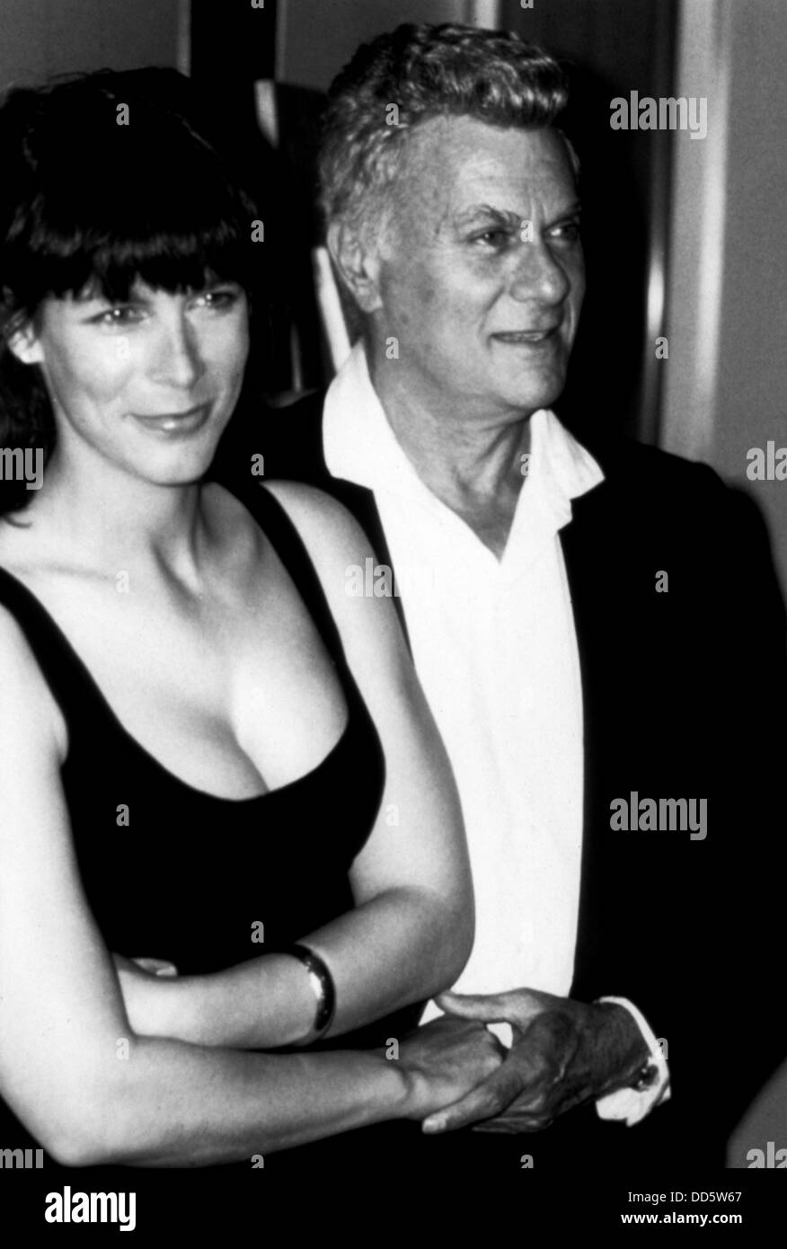 JAMIE LEE CURTIS (PORTRAIT) WITH FATHER TONY CURTIS JMLC ...