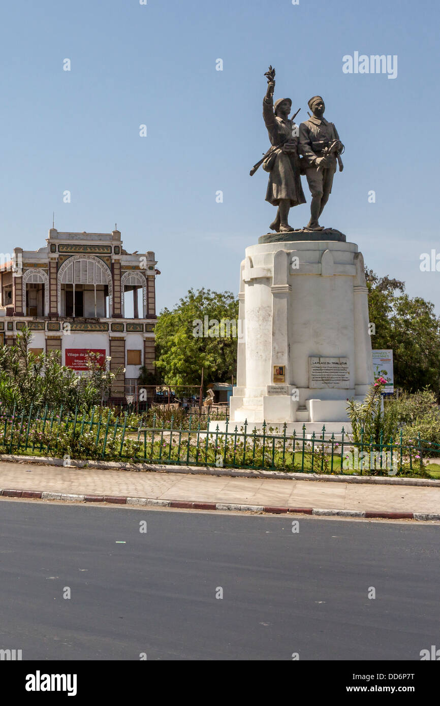 Dakar senegal place du tirailleur with statue to demba for Salon 7 places dakar