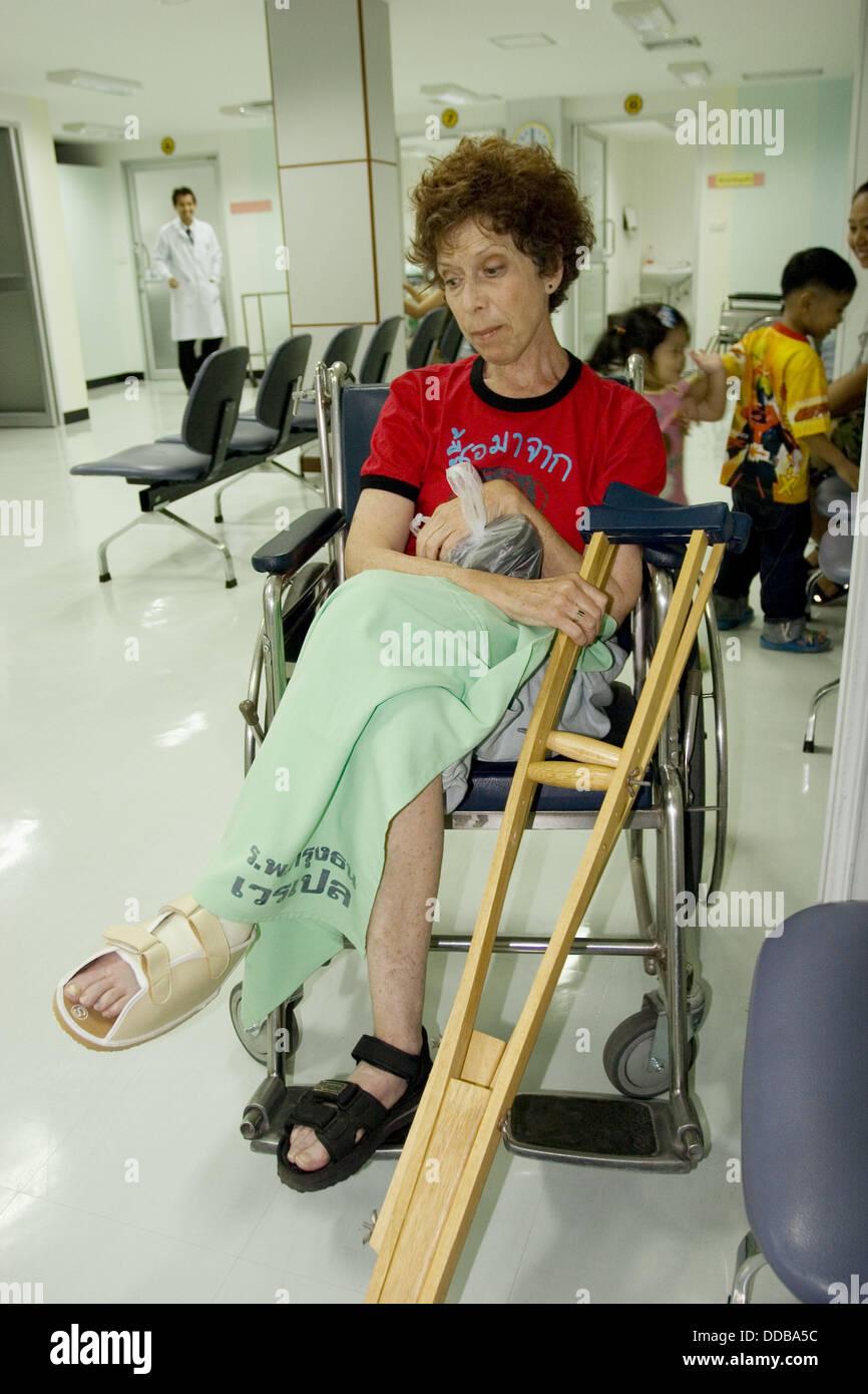 Broken toe crutches