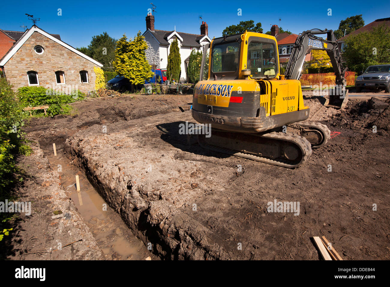 Al844 self building house preparing site volvo digger for Digging foundation for house