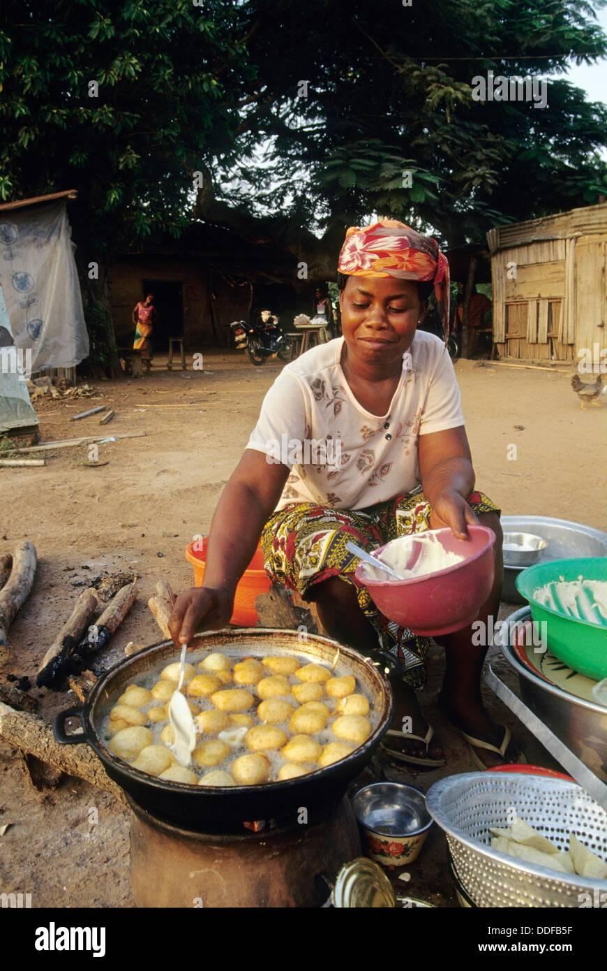 Mature Dans La Cuisine   Femme La Stock Photos Femme La Stock Images Alamy