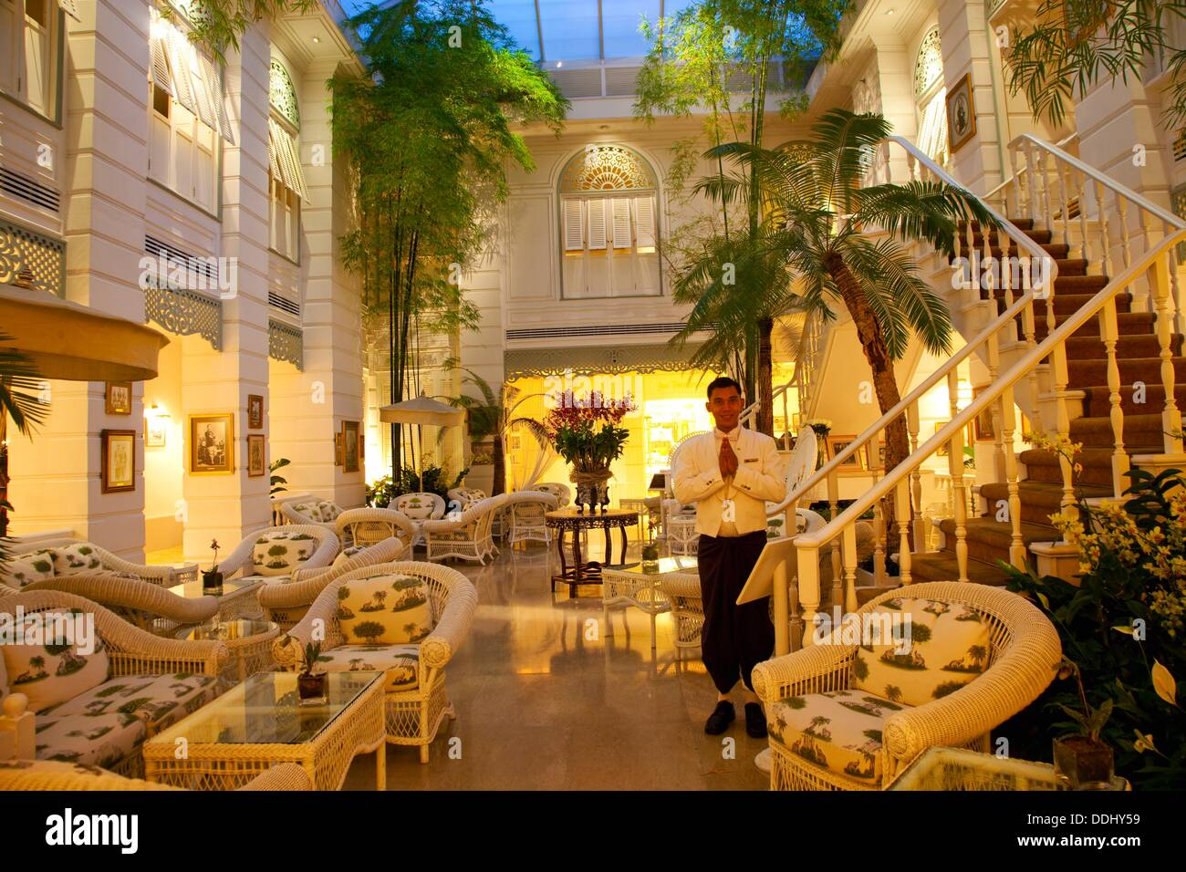 authors lounge mandarin oriental hotel silom district. Black Bedroom Furniture Sets. Home Design Ideas