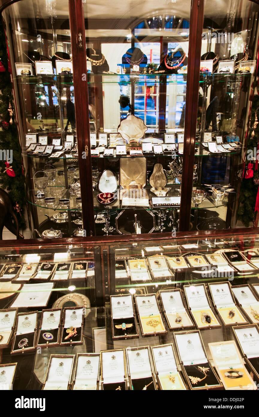 Bentley and skinner jewelry 144 146 new bond street for Bentley and skinner jewelry