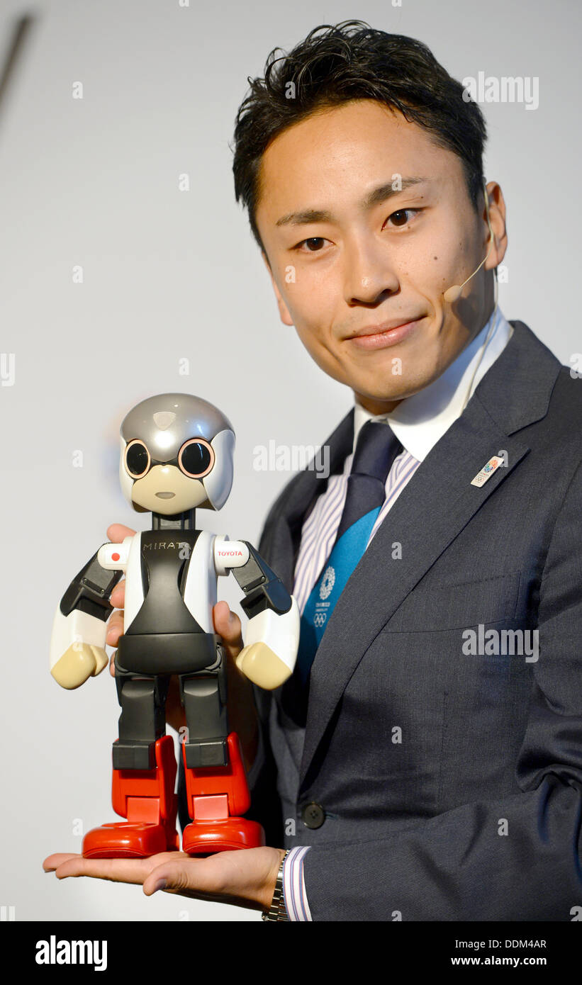Japanese foil fencer Yuki Ota poses with robot «Mirata« during a press conference at the Sheraton hotel in Buenos Aires, Argentina, 04 September 2013. - buenos-aires-argentina-04th-sep-2013-japanese-foil-fencer-yuki-ota-DDM4AR