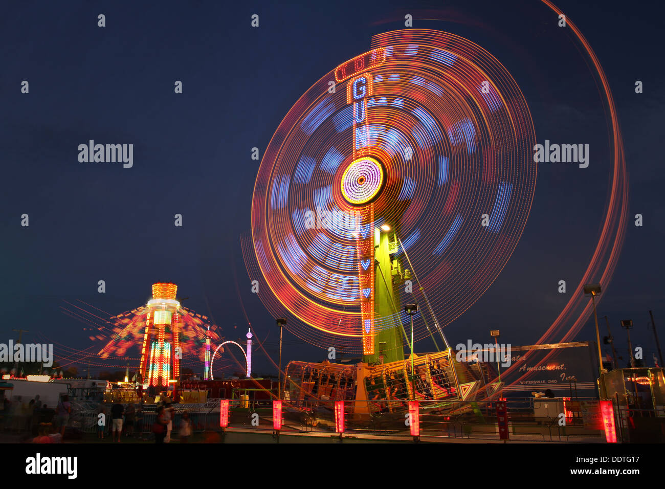 top-gun-amusement-ride-at-night-canfield