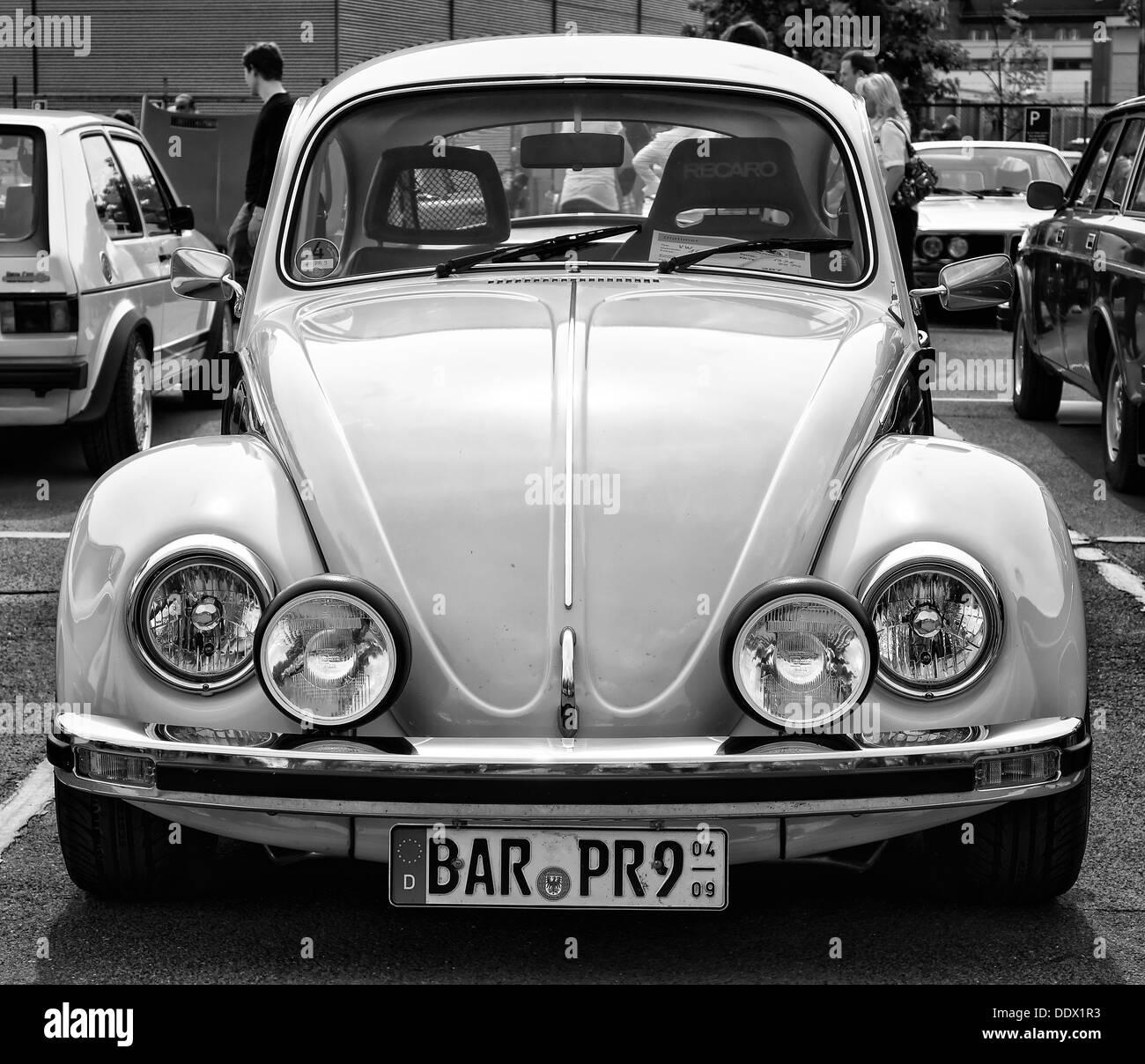 berlin may 11 car volkswagen beetle black and white. Black Bedroom Furniture Sets. Home Design Ideas