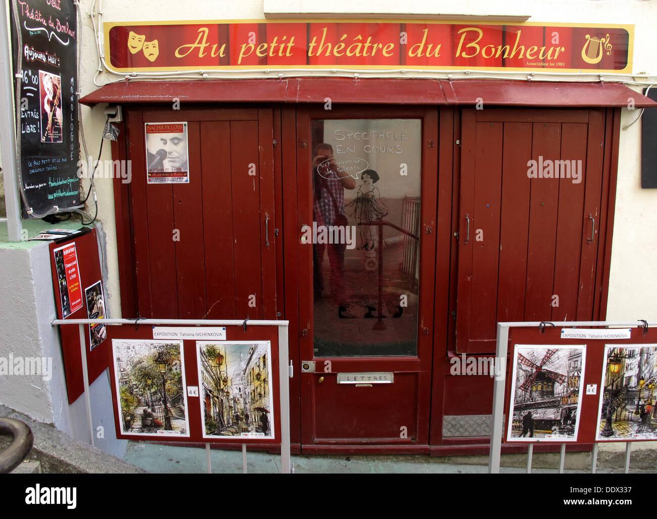 Petit theatre du bonheur rue drevet butte montmartre stock for Theatre du petit miroir