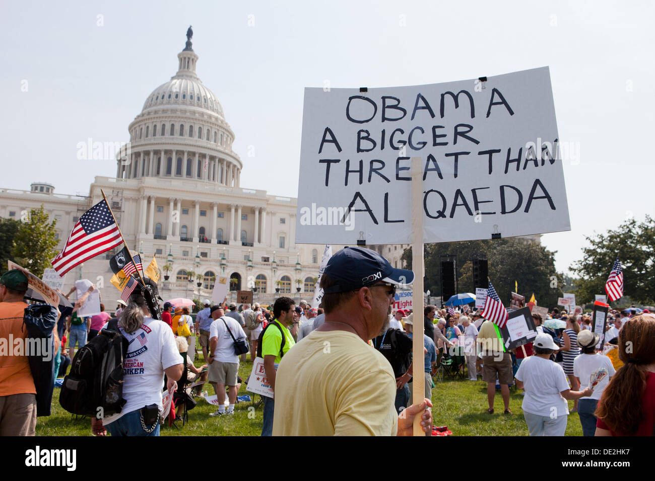 http://c8.alamy.com/comp/DE2HK7/tea-party-activists-gather-on-capitol-hill-to-protest-against-obamacare-DE2HK7.jpg