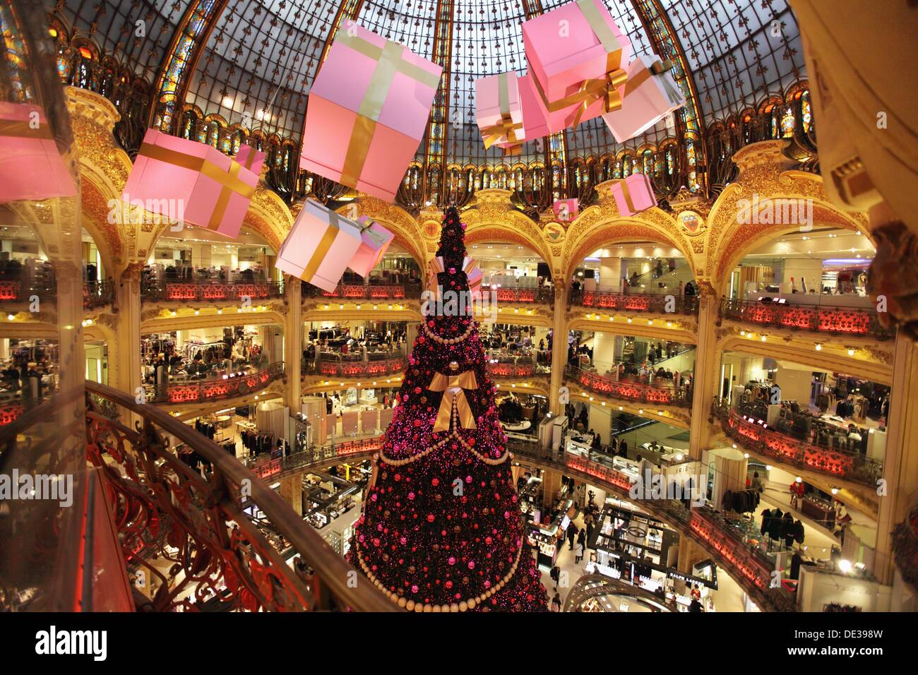Christmas decorations in galeries lafayette department for The christmas store