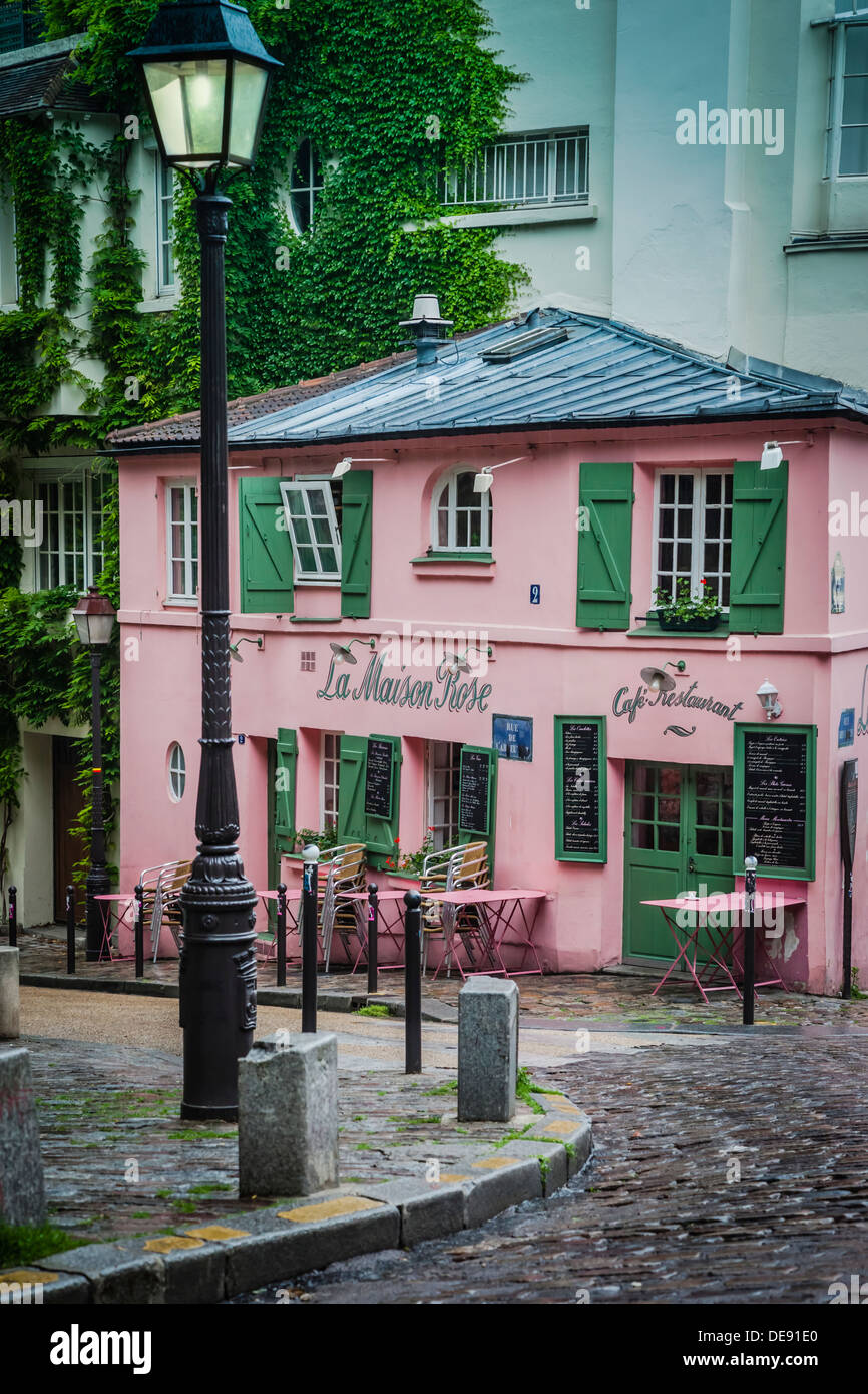 La maison rose cafe and restaurant on rue de l 39 abreuvoir for La maison du cafe paris