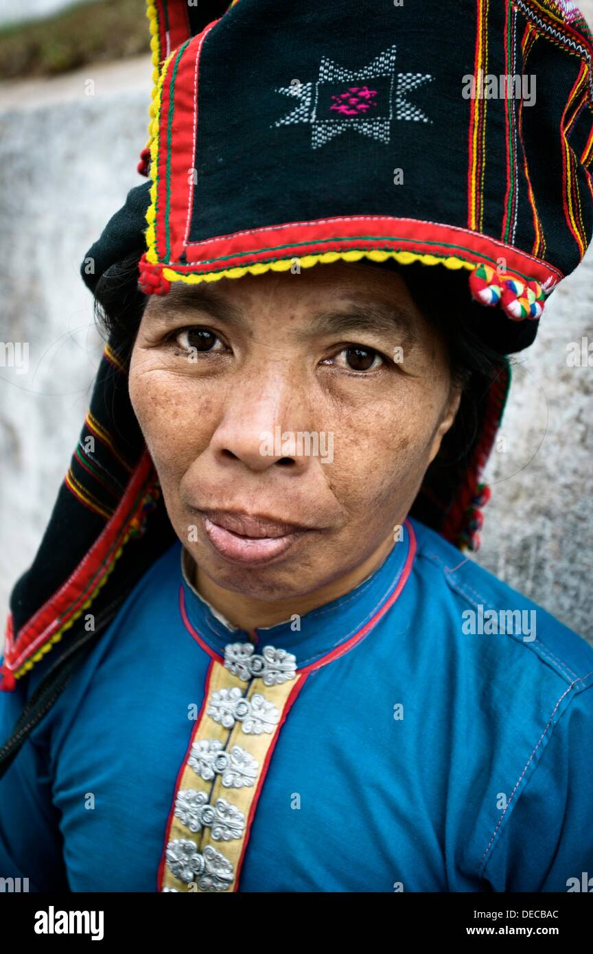 Preview. <b>Tai Dam</b>. - tai-dam-ethnic-minorit-market-woman-portrait-luang-prabang-north-laos-DECBAC