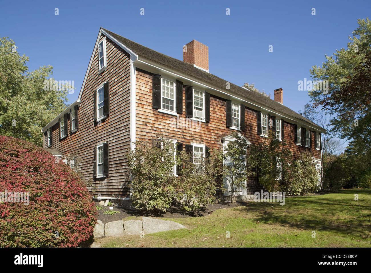 new england colonial farmhouse stock photos & new england colonial