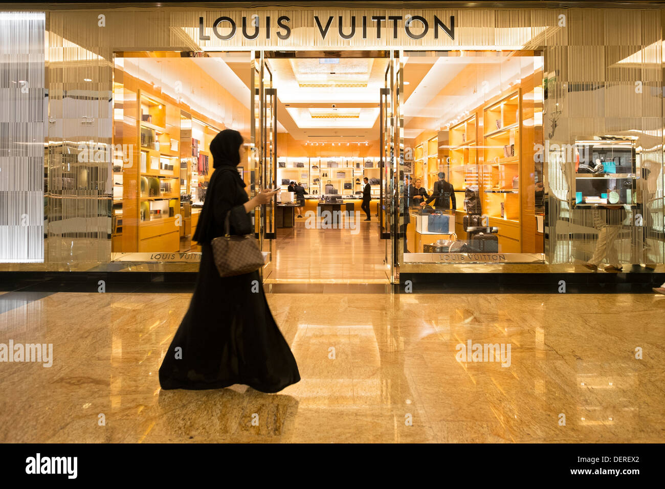 Louis vuitton fashion boutique at mall of the emirates for Centre boutique
