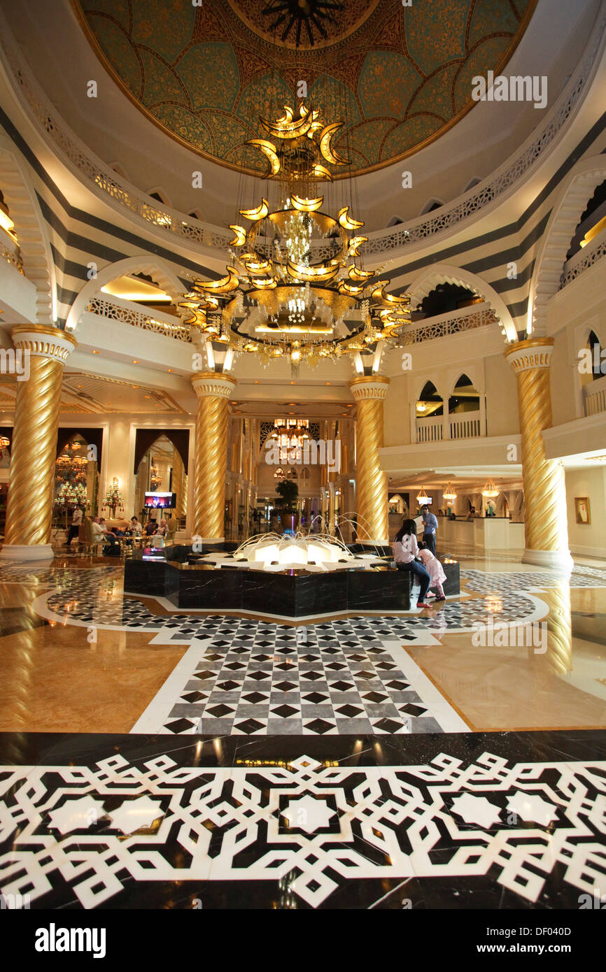 Hotel Foyer : Foyer of the luxury hotel jumeirah zabeel zaray palm