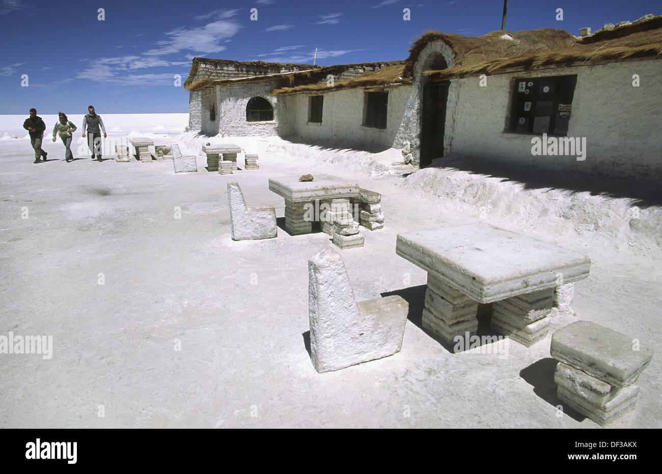 Salt hotel entirely built by salt blocks salar de uyuni for Salar de uyuni hotel made of salt