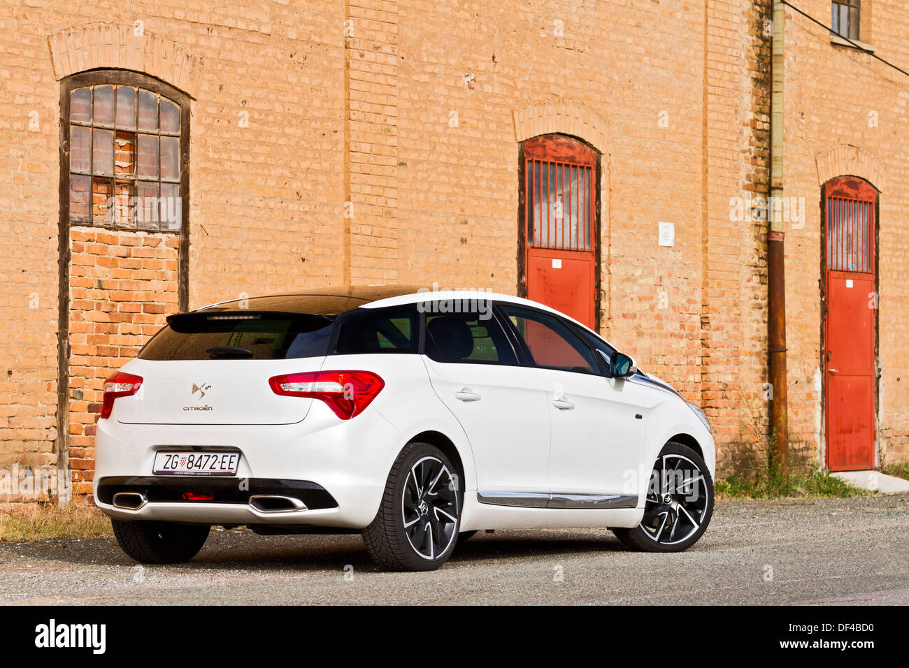 citroen ds5 sport chic hybrid4 airdream stock photo royalty free image 60947740 alamy. Black Bedroom Furniture Sets. Home Design Ideas