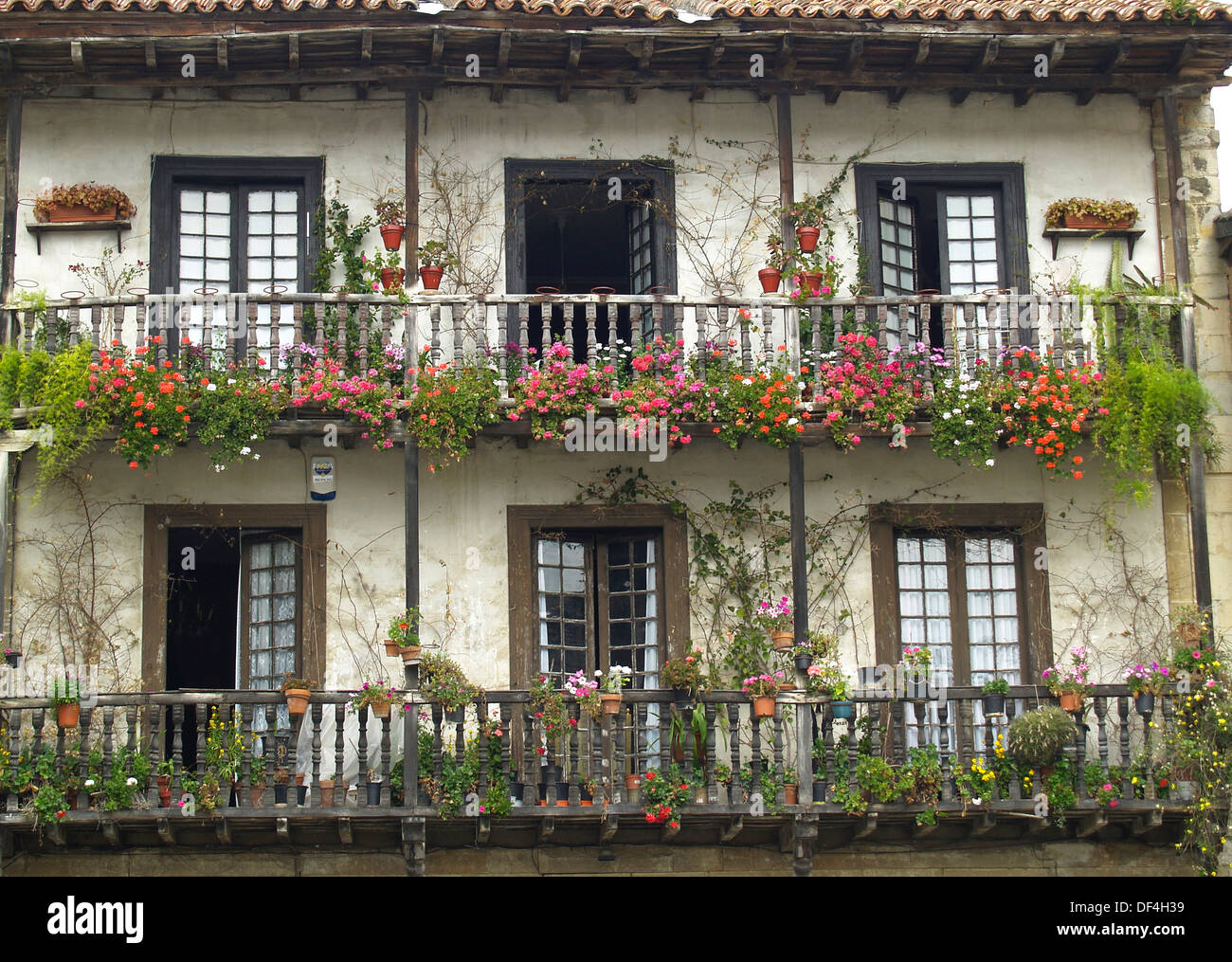 A flowered balcony in a spanish style house in santillana for Balcony in spanish