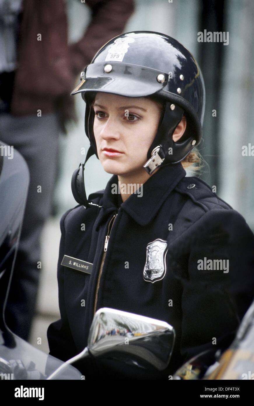 Homemade usa female police officer fucks her black nerd bf 10