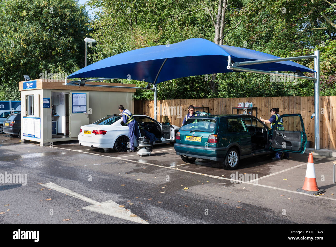 hand carwash service in tesco supermarket car park reading berkshire england gb