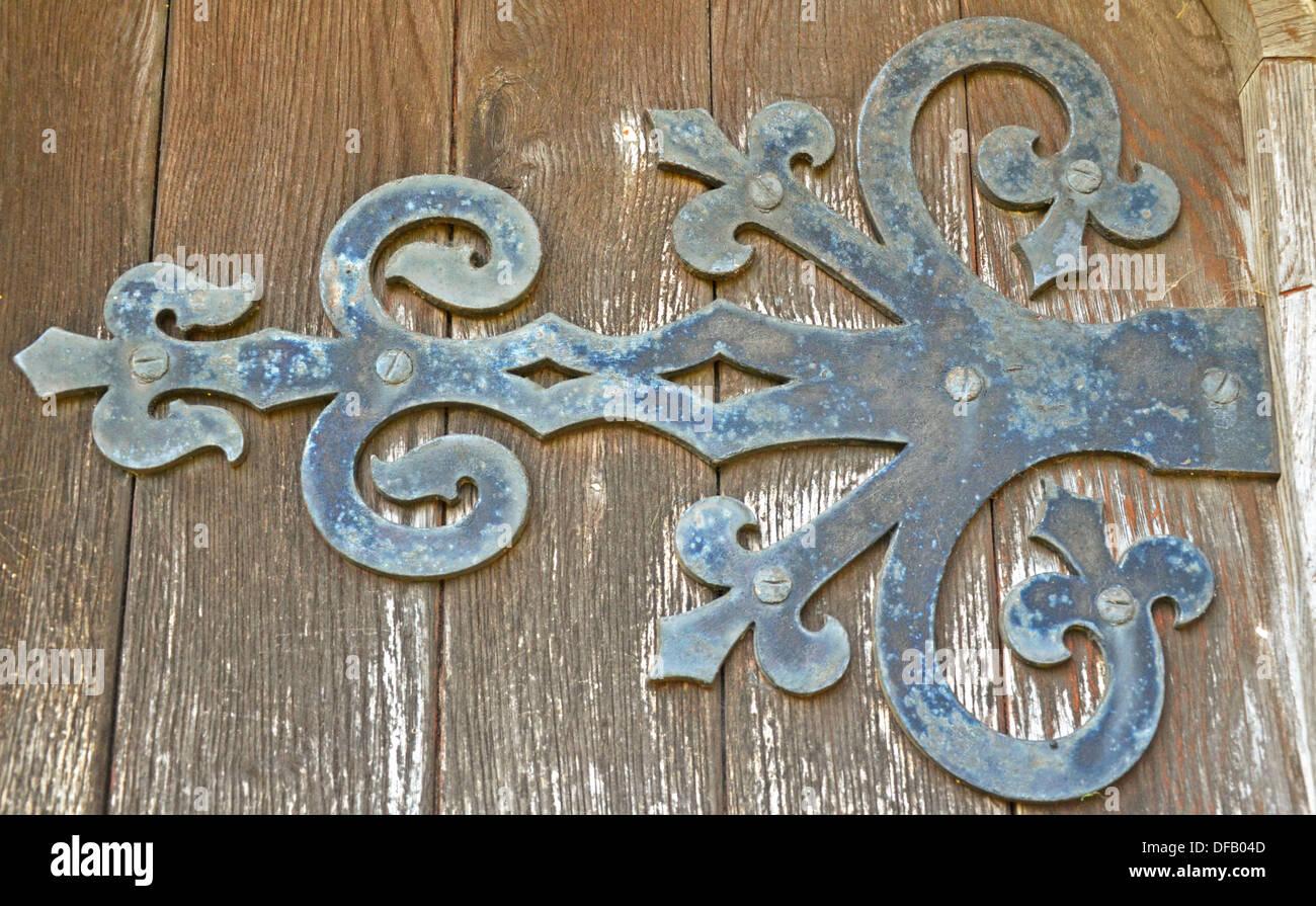 rustic old door hinge on old building & rustic old door hinge on old building Stock Photo: 61092541 - Alamy
