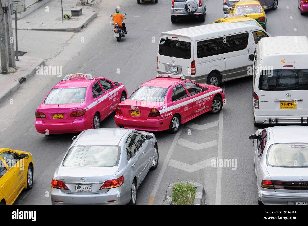 Cars when changing lanes in Bangkok Stock Photo: 61096048 - Alamy