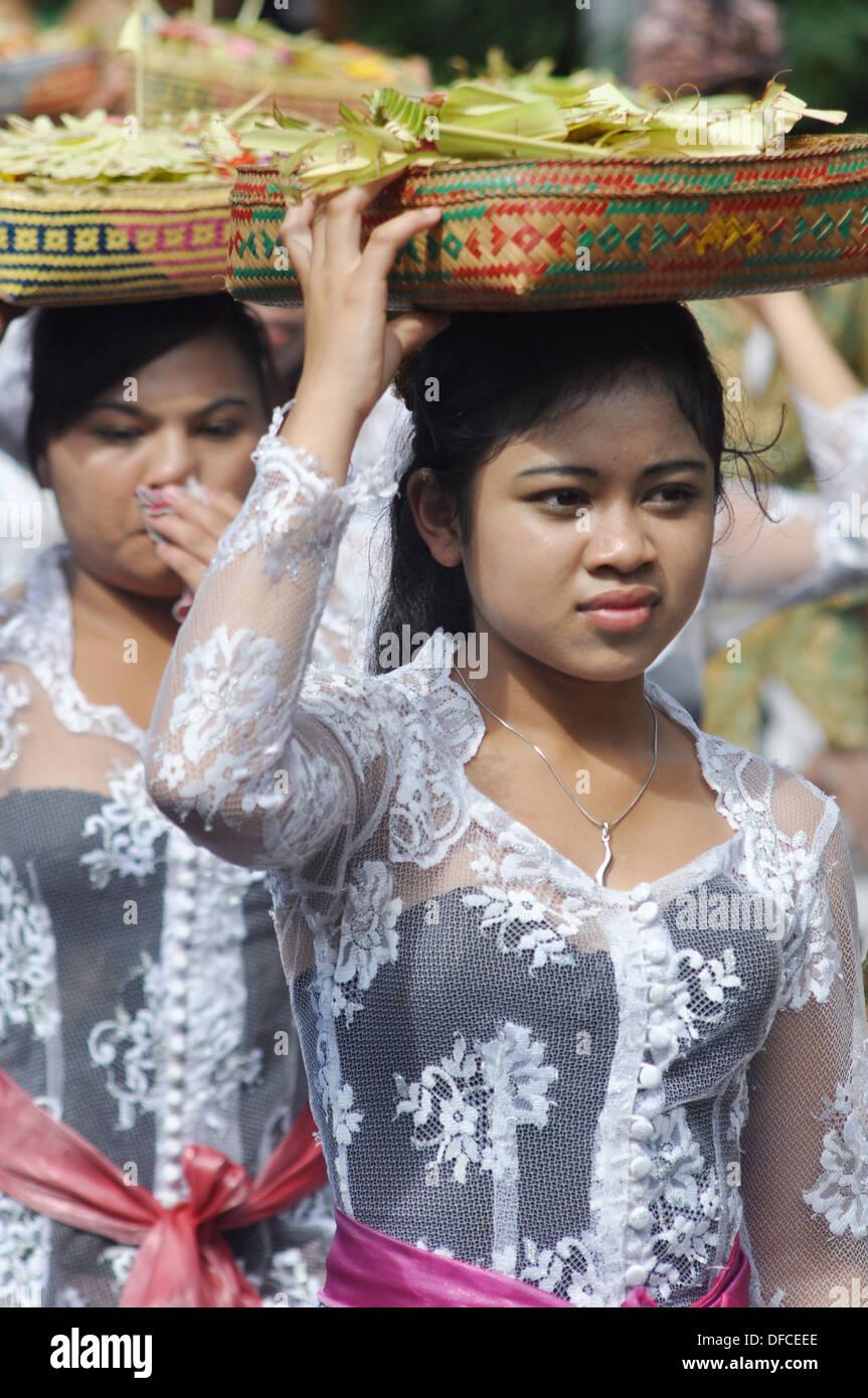 denpasar women Bali (balinese: ᬩᬮᬶ, indonesian: pulau bali, provinsi bali) is an island and province of indonesia with the biggest hindu population the province includes the island of bali and a few.