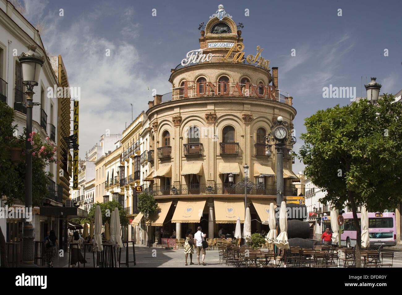 Building on the corner of calle ancha jerez de la for Muebles en jerez dela frontera cadiz