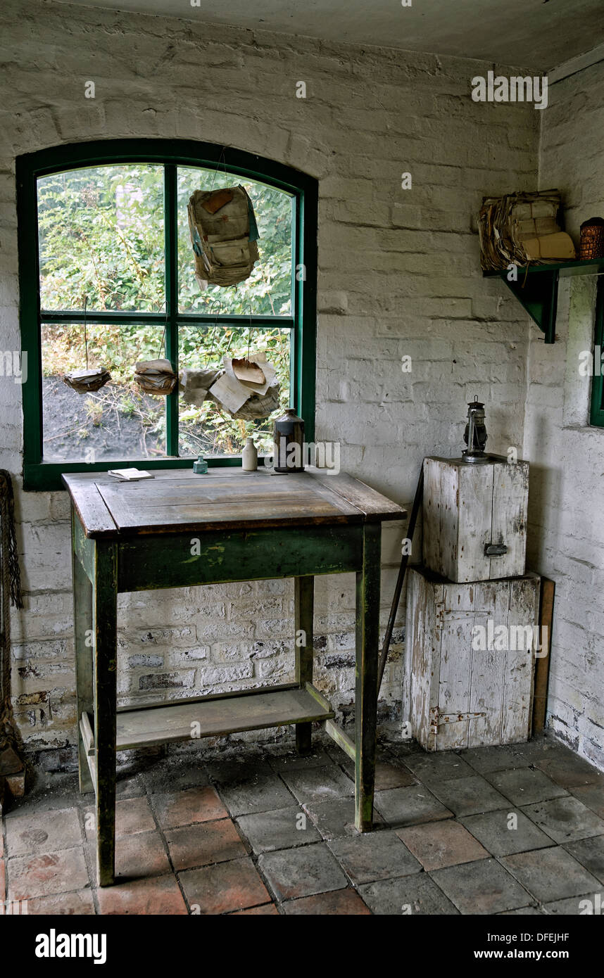 Early 1900 Home Design: Vintage Writing Desk In A Preserved 1800's/early 1900's