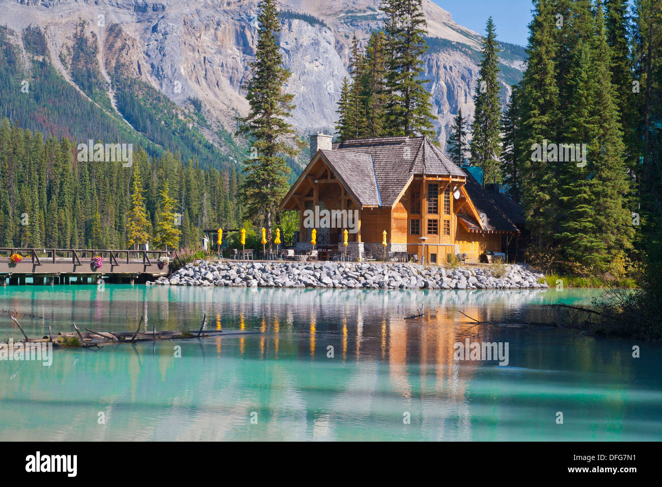 Picturesque log cabin emerald lake yoho np british for Canadian log cabins