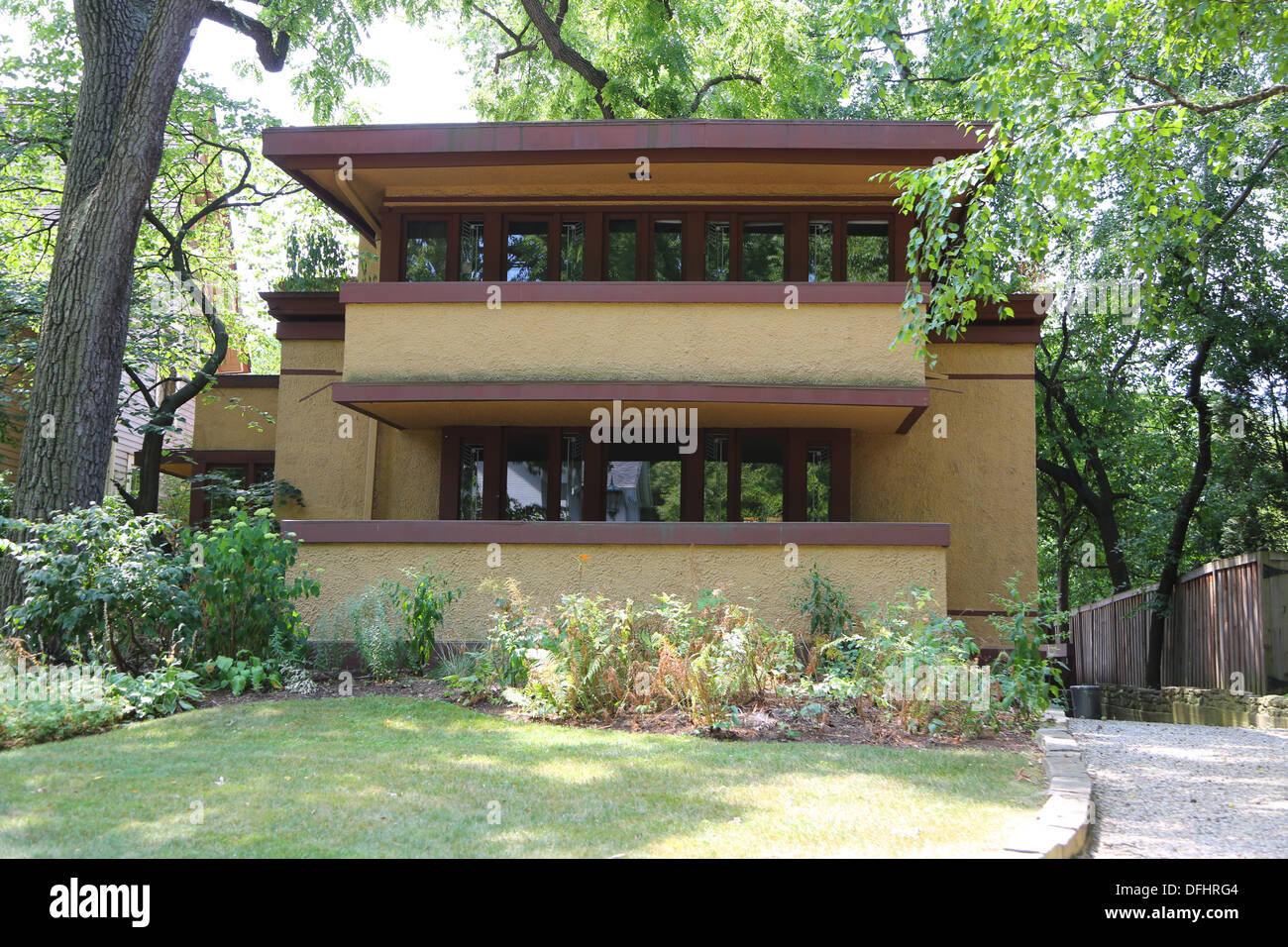 Frank lloyd wright style houses affordable frederick c for Frank lloyd wright stile prateria