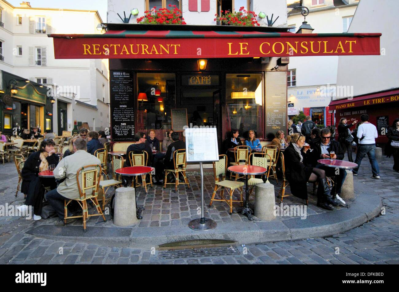 Le consulat restaurant 18 norvins street montmartre for Le miroir restaurant montmartre