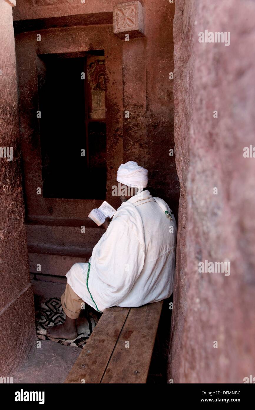 Africa ethiopia lalibela priest in st george rock for Stock cuisine saint priest