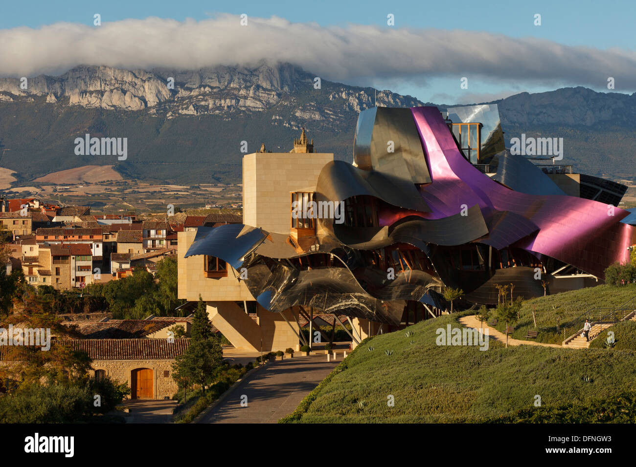 Hotel marques de riscal architect frank gehry bodega herederos del stock ph - Marquis de riscal hotel ...