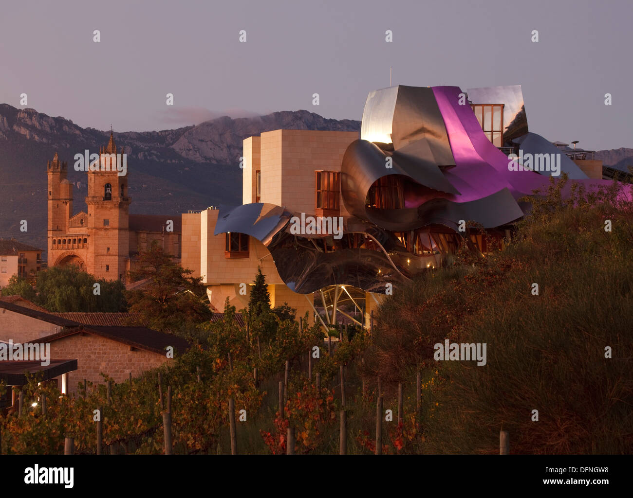 Hotel marques de riscal architect frank gehry bodega - Arquitecto bodegas marques de riscal ...