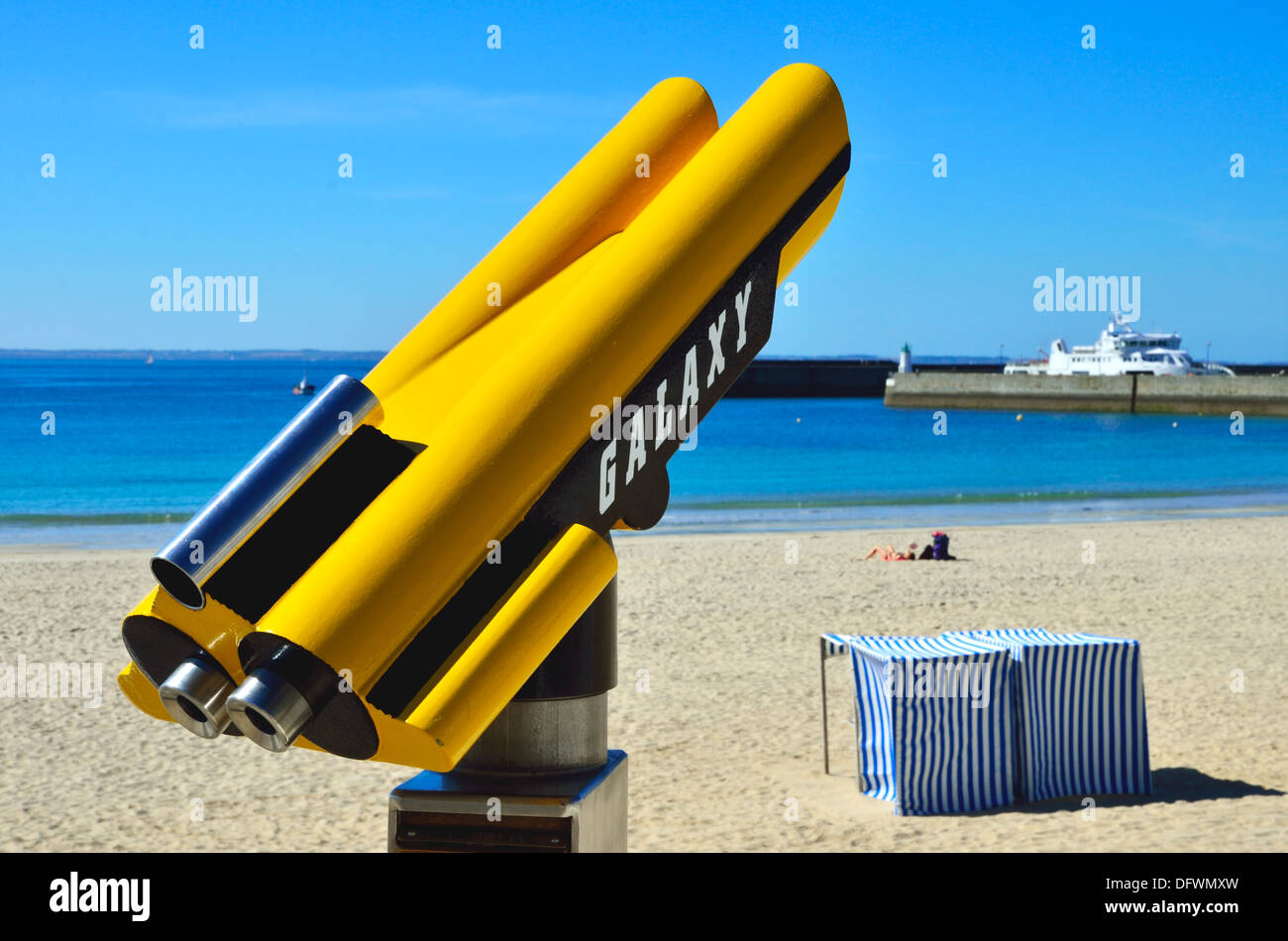 http://c8.alamy.com/comp/DFWMXW/space-age-seaside-binoculars-at-quiberon-overlooking-the-beach-and-DFWMXW.jpg