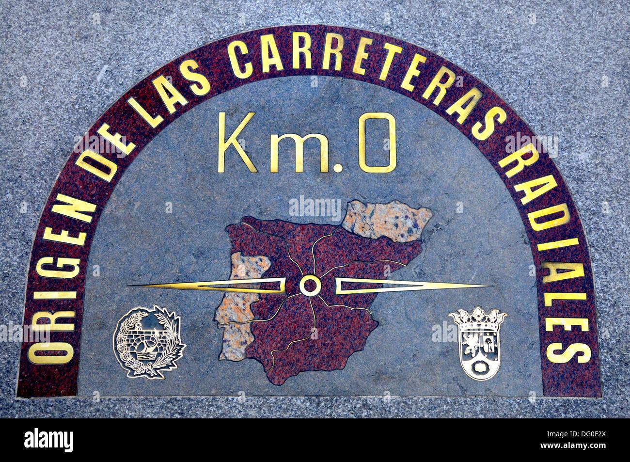 Madrid spain puerta del sol 39 kilometro cero 39 paving for Kilometro 0 puerta del sol