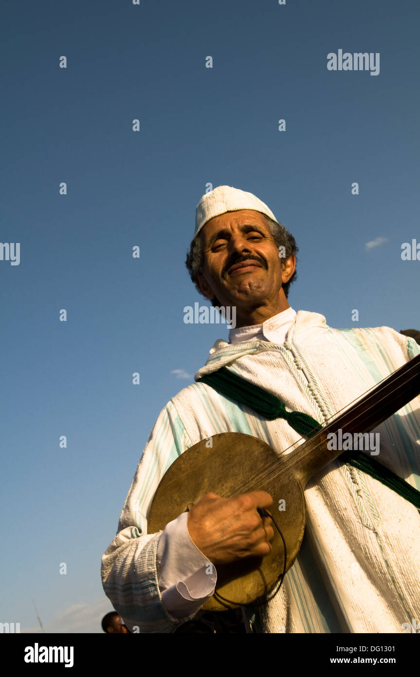 Moroccan musicians playing traditional musical instruments in the ...