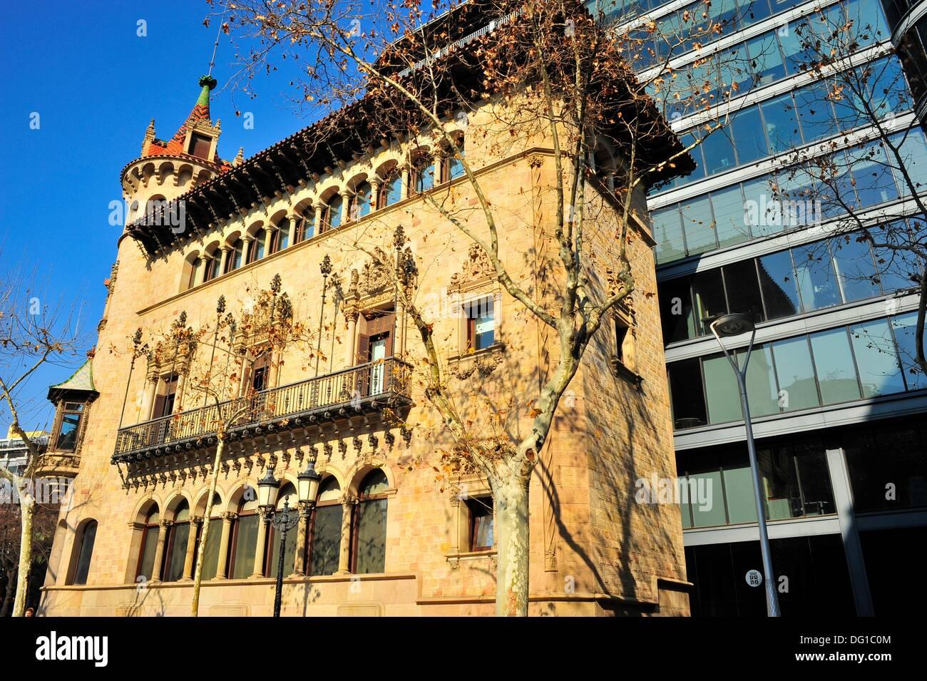 barcelona edificio de estilo modernista casa serra can serra siglo xx josep puig i