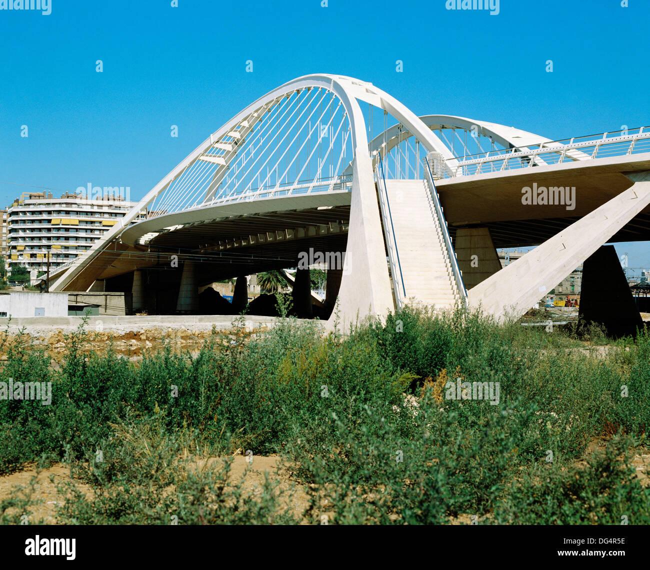 Bac de roda bridge architect santiago calatrava for Gimnasio bac de roda