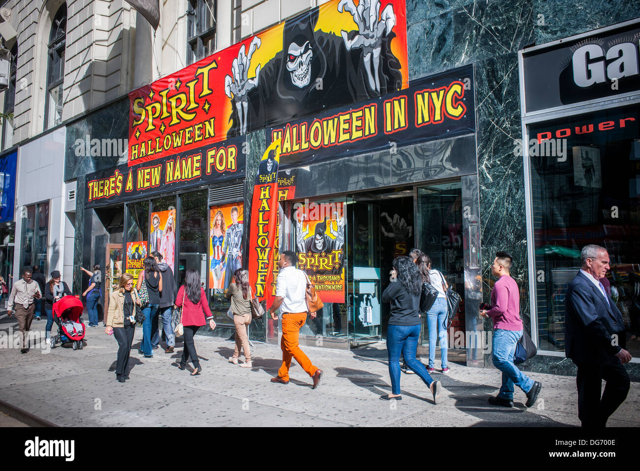 A Spirit Halloween pop-up store in midtown in New York Stock Photo ...