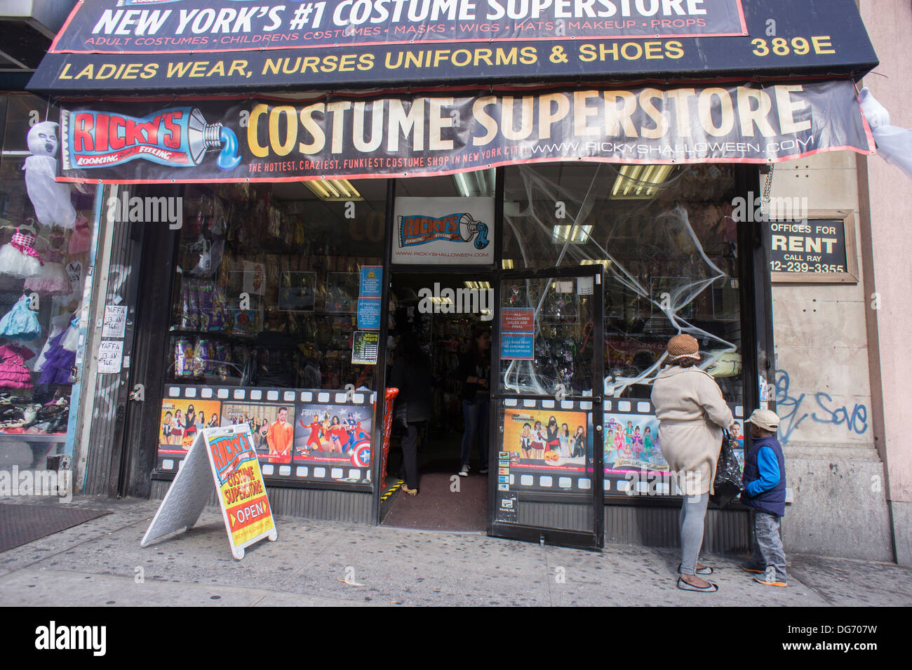 Pop-up Ricky's Halloween Costume Superstore in the Hub in the ...