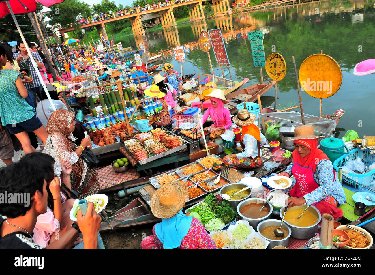floating market in thailand Thailand's famous floating markets are buzzing with various food and item stalls   there's a street market in thailand that's entirely on water.
